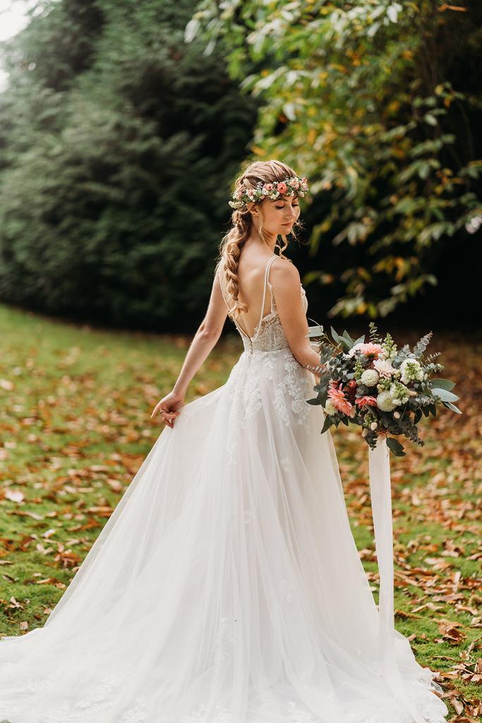 The Woodlands at Fillongley Hall - outdoor wedding venue - outdoor wedding ceremonies - bride holding bouquet in hand wearing flower crown