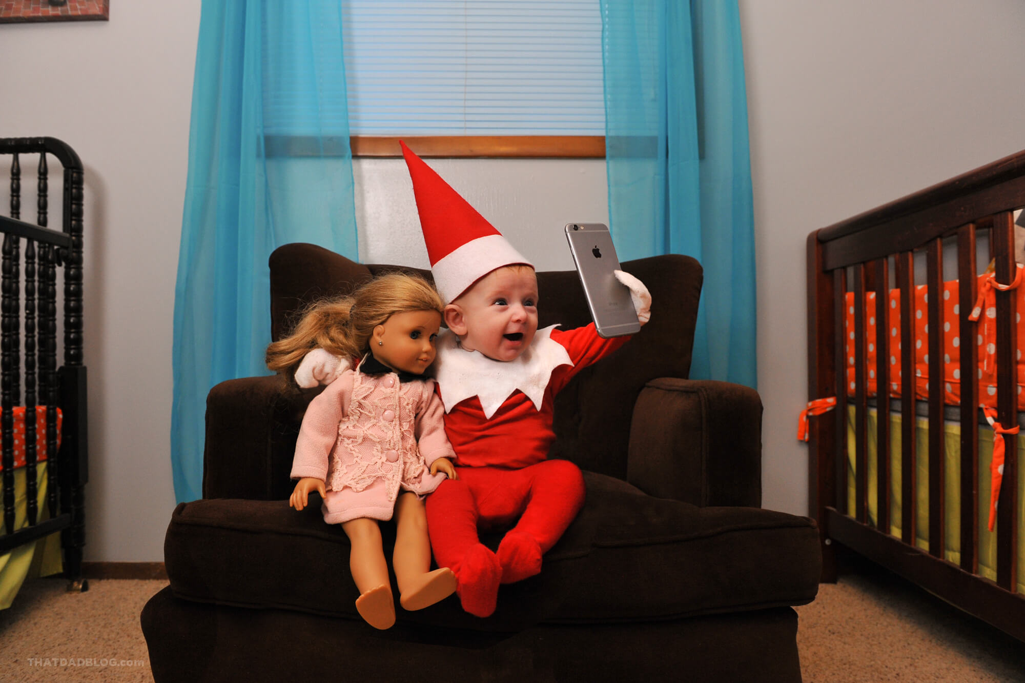 Elf on the shelf selfie-2