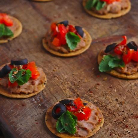 Veggie Hummus Crackers