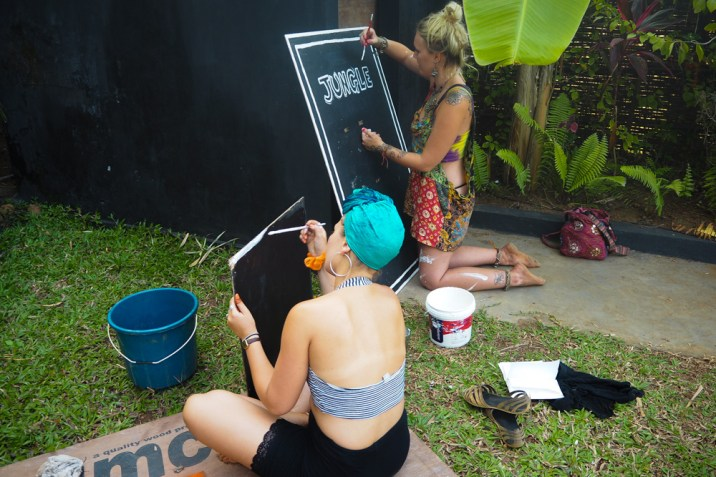 Girls sign painting
