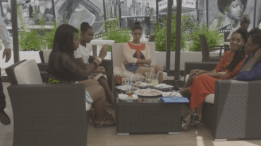 E10-Girls at lunch9
