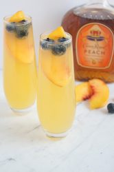 Royal-Peach-Fizz-Cocktail-4
