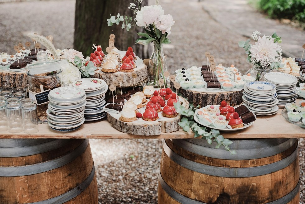 sweet table, bruiloft, trouwen, weddingstyling, wijnvaten, rustiek, rustic wedding