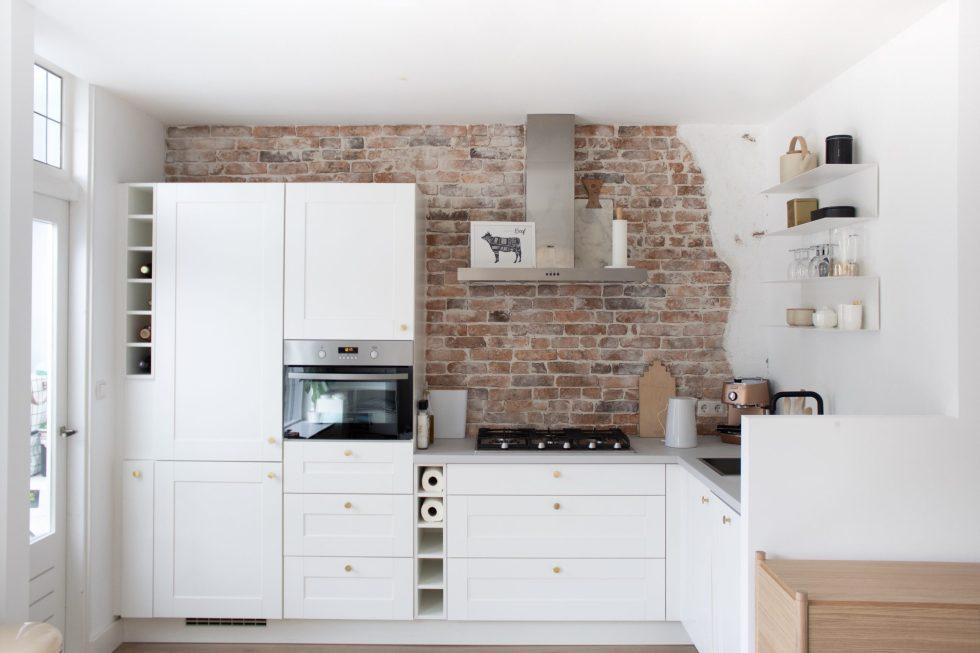 keuken, keuken makeover, keuken opknappen, keukeninspiratie, brickwall, stenen muur, bakstenen muur, oude muur, keuken update, doe het zelf, klussen, interieurblog, thathomepage, (th)athomepage