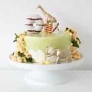 wild one, wild one taart, kindertaart, verjaardagstaart, 1 jaar, taart, taart decoreren, taart maken, taart versieren, Hema taart, Hema dripcake, jungle taart, wilde dieren taart, kinderfeestje, thathomepage, (th)athomepage, mamablog, taart versieren