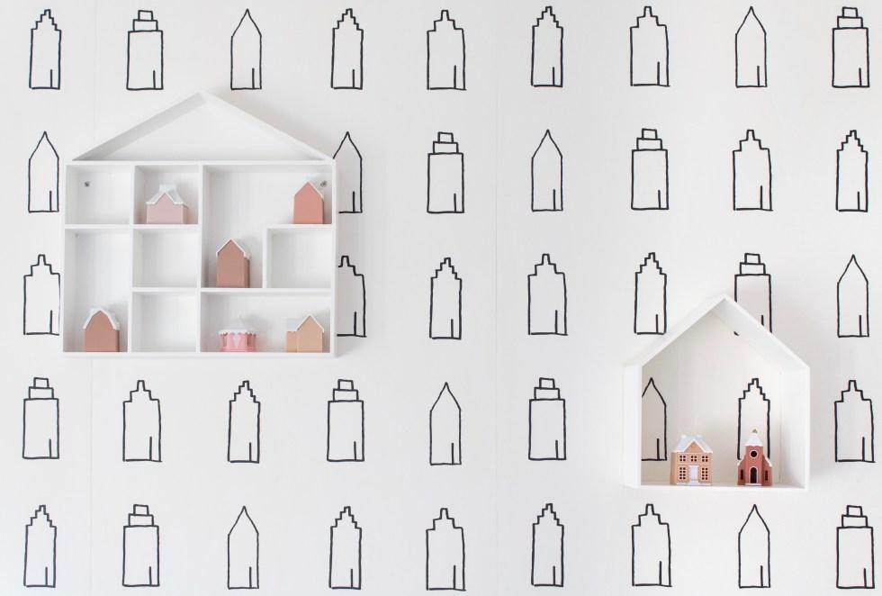 wandplank huisjes, wandkastje huis, wandplank huisje, wandplank huis, plank huis, plank huisje, opberger huis, muurdecoratie huis, huis opberger, kinderkamer, behang huisjes, kinderkamerinspiratie, thathomepage, (th)athomepage, interieurblog