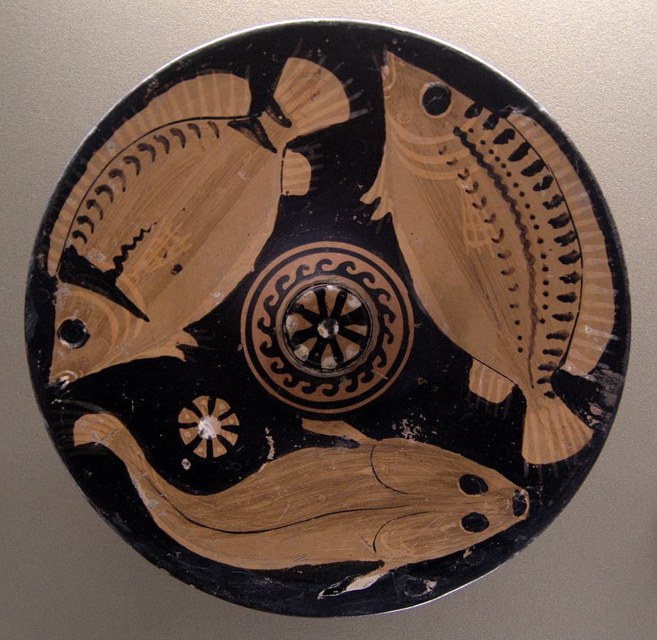 A dish with an image of three fish, at the Louvre