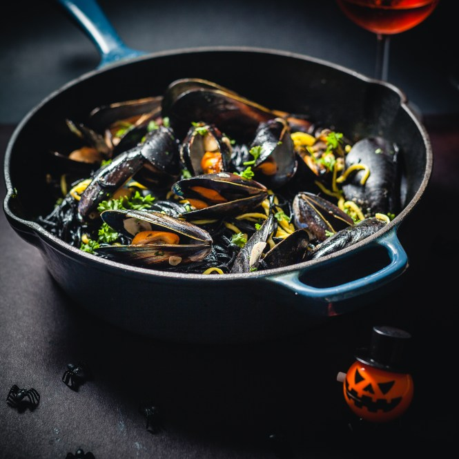 spooky saffron and squid ink fresh pasta with mussels @ thatothercookingblog.com