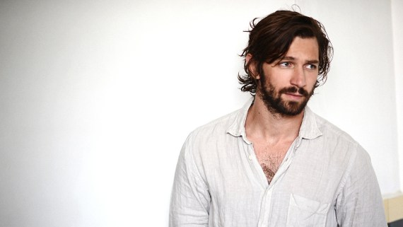 michiel-huisman-chest-hair