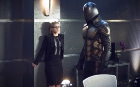 """Arrow -- """"Beacon of Hope"""" -- Image AR417b_0071b.jpg -- Pictured (L-R): Emily Bett Rickards as Felicity Smoak and Exoskeleton -- Photo: Dean Buscher/The CW -- © 2016 The CW Network, LLC. All Rights Reserved."""