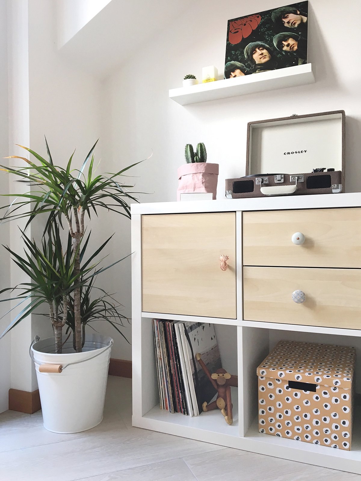 Diy how i customized my ikea kallax shelving unit with for Decoration kallax