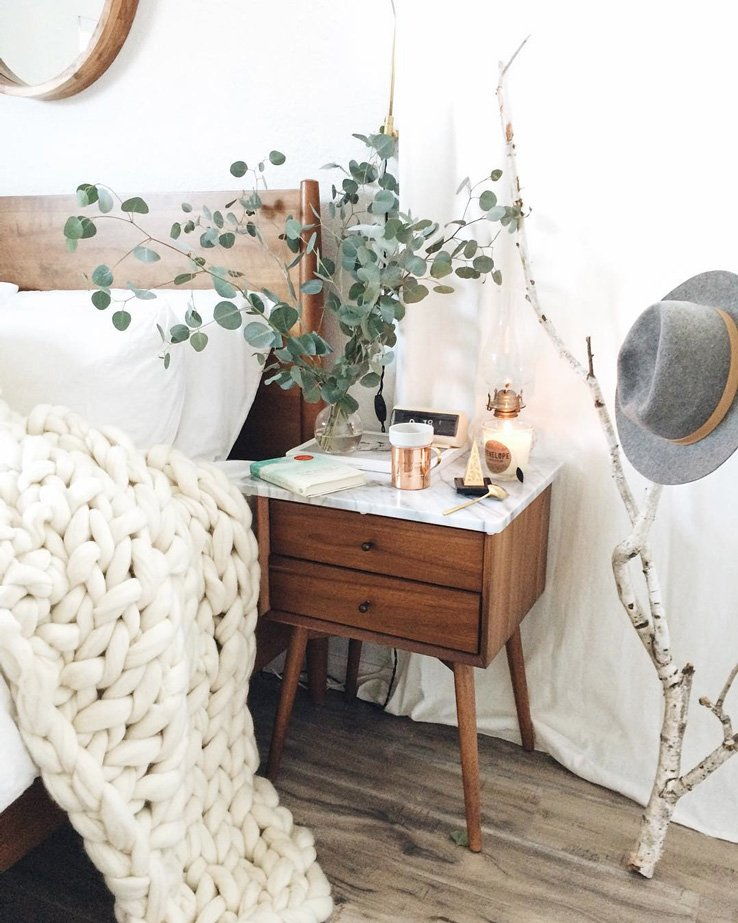 cozy_bedroom_interior_inspo_wood_branch