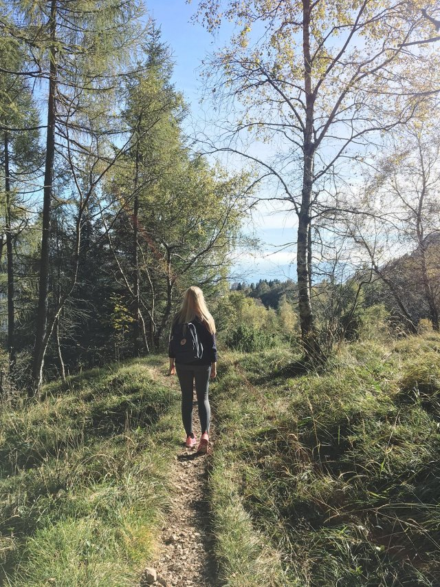 scandinavian_feeling_in_italy_hiking_girl