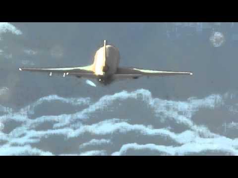 ChemTrail Sprayer – 100% proof – filmed up close by AF pilots