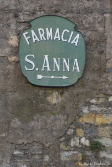 sign to farmacia Sant'Anna