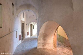 arcades old town Varese Ligure