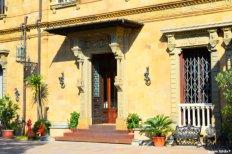 entrance auction house