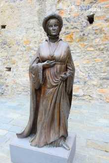 statue of Ilaria del Carretto