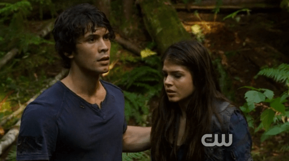 Who is the girl dating bellamy in thw 100