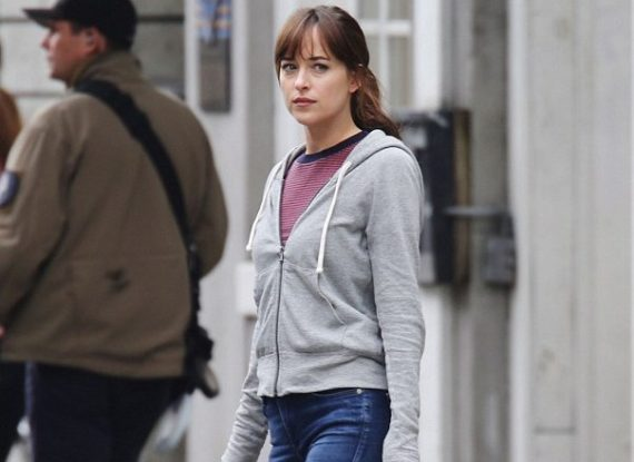 Fifty Shades Freed - Ana with money