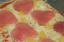 heart-pizza-hawaiian