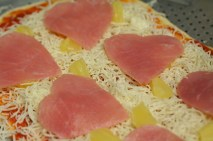 heart-pizza-hawaiian
