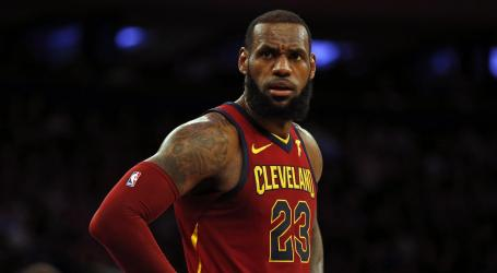 LeBron James signs with the L.A. Lakers