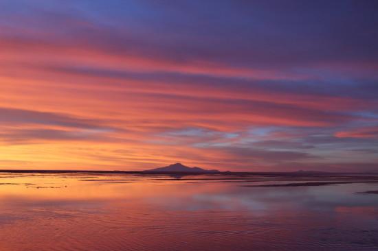 Salar_de_Uyuni_Bolivia_sunset