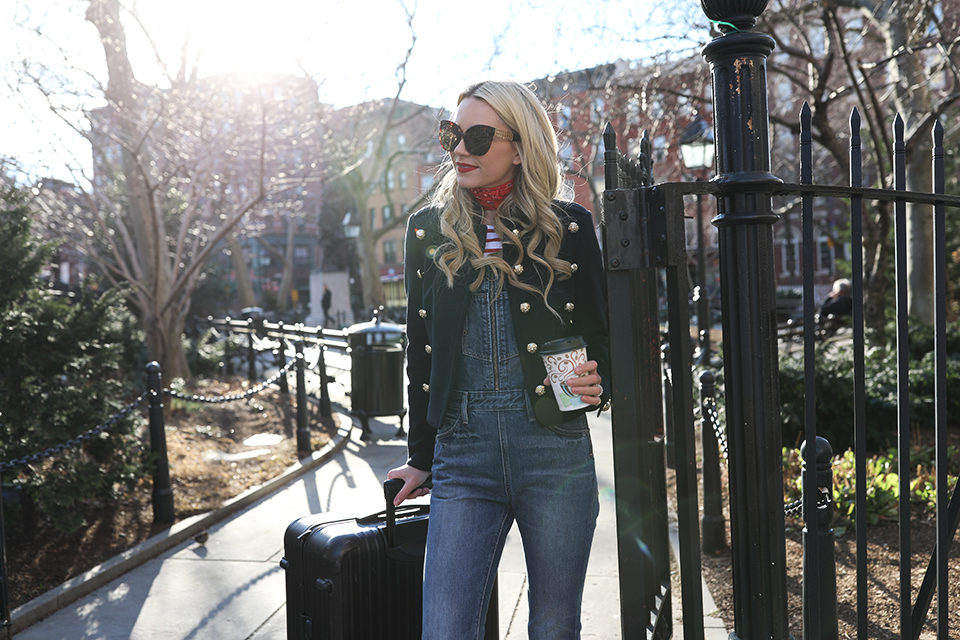https://i1.wp.com/the-atlantic-pacific.com/wp-content/uploads/2017/01/DENIM-OVERALLS-BANDANA-STREET-STYLE-NYC-AIRPORT-TRAVEL-ATLANTIC-PACIFIC.jpg