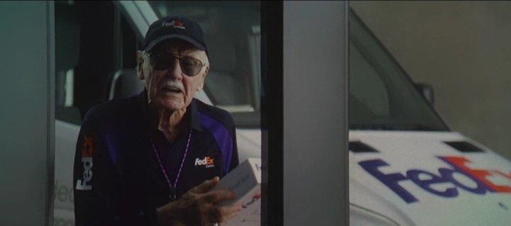 Stan-Lee-cameo-in-Captain-America-Civil-War