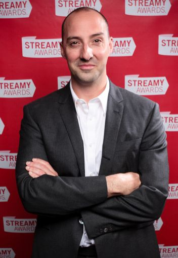 Tony_Hale_at_the_2010_Streamy_Awards_(cropped)