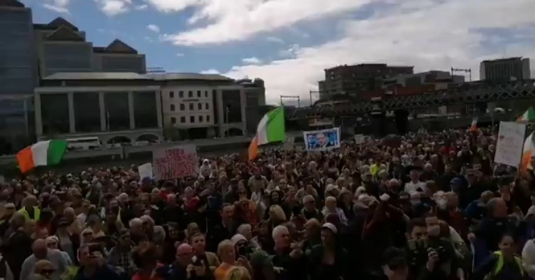 A picture of the crowd at an anti-mask protest in Dublin where they heard conspiracy theories about COVID-19.