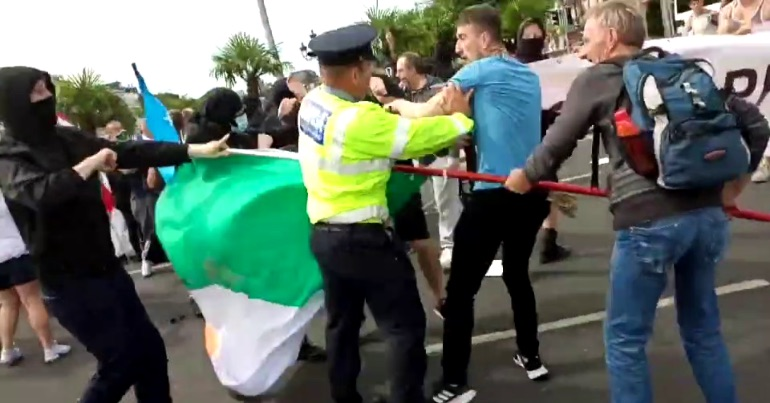A picture of anti-racism activists confront far-right protestors in Dublin today on the O'Connell Bridge.