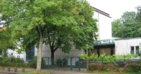 A photo of the Hohe Weide Synagogue in Eimsbüttel where an antisemitic attack took place during the Jewish holiday of Sukkot.