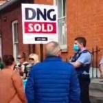 A photo of a far-right protest which took place outside the Dublin home of tánaiste Leo Varadkar.