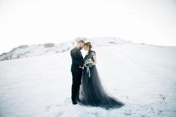 Зима в серых тонах: стилизованная фотосессия Андрея и Марии