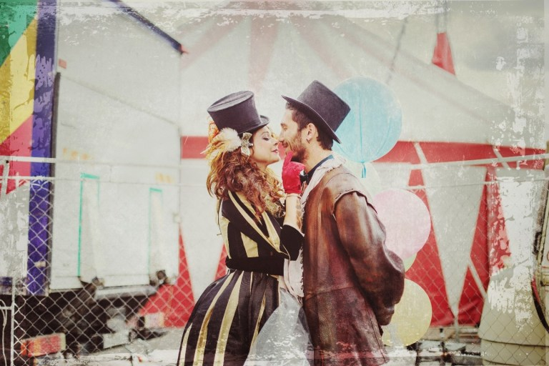 Под куполом цирка: стилизованная фотосессия Светланы и Алекса