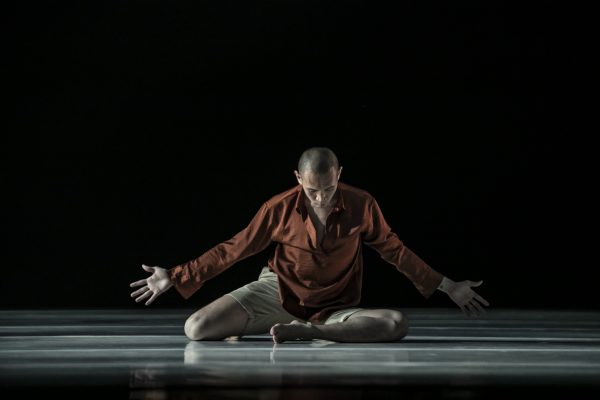 Performance photo of Kwon Hyuk. Photo by Company Siga.