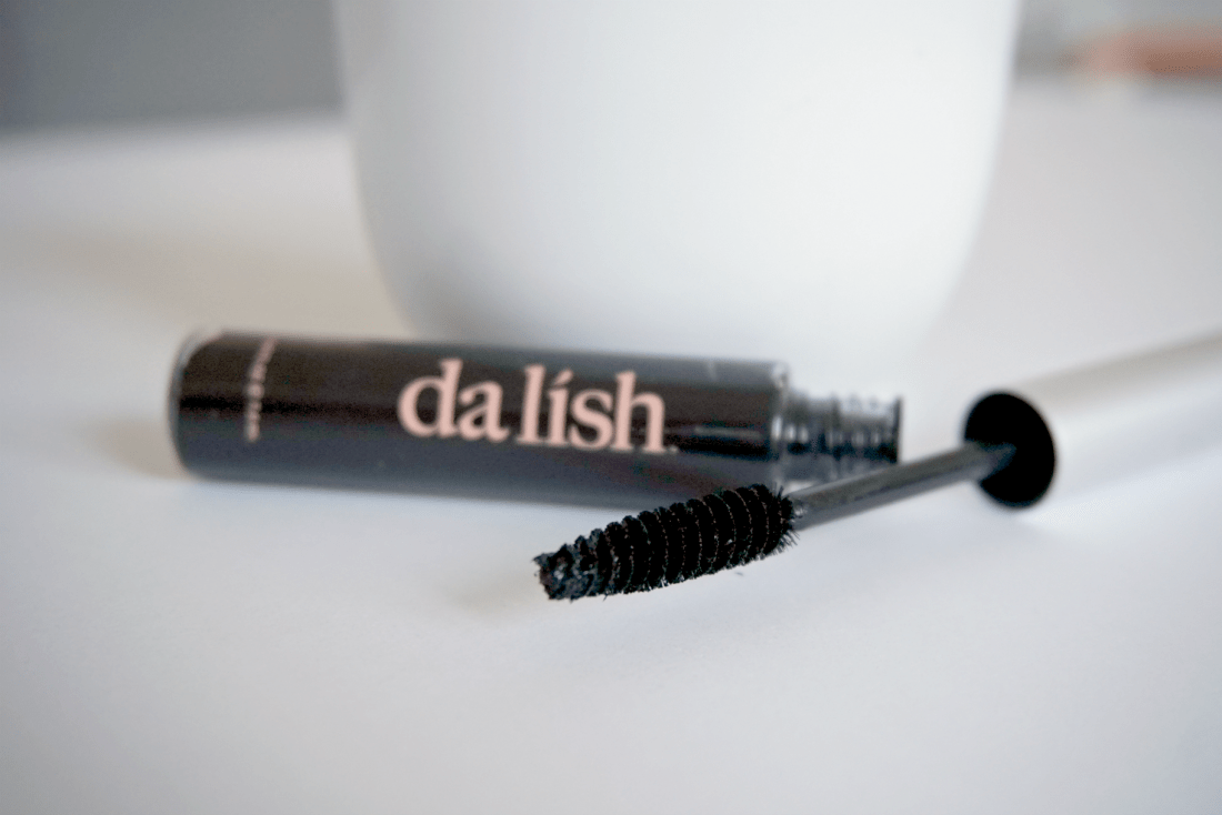 4 Natural Mascara Brands: A Beauty Review | The Curious Button