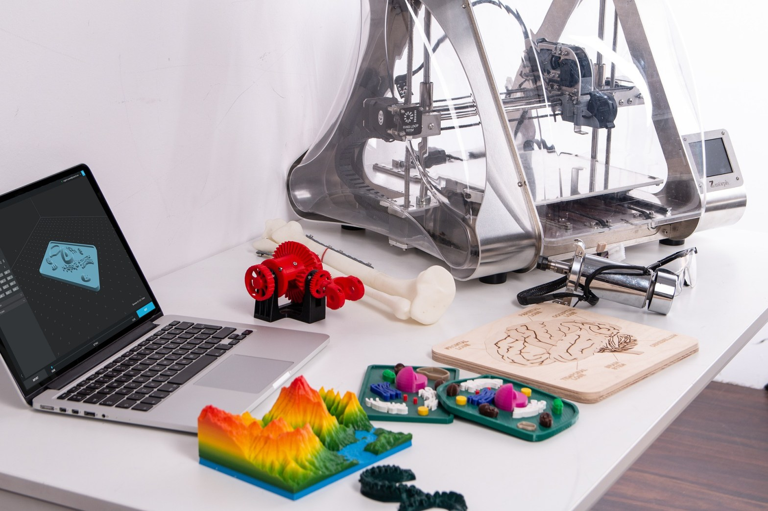 image of 3d printer and 3d printed objects