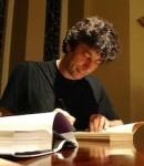 What Neil Gaiman likes about the Kindle, and why you should care Editorials