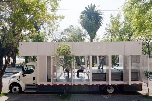 A True Mobile Library is Now Roaming the Streets of Mexico City Uncategorized