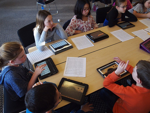 LA School Board Votes to Move Forward With a Limited iPad Program Apple e-Reading Hardware Education iDevice