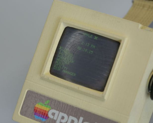 This Apple II Watch is Your Retro Wearable (video) e-Reading Hardware