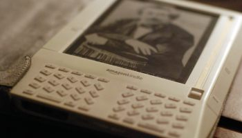 How To Manually Update Your Kindle If You Miss the Deadline | The