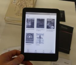 """Hands On With the iReader Plus 6.8"""" eReader (video) e-Reading Hardware"""