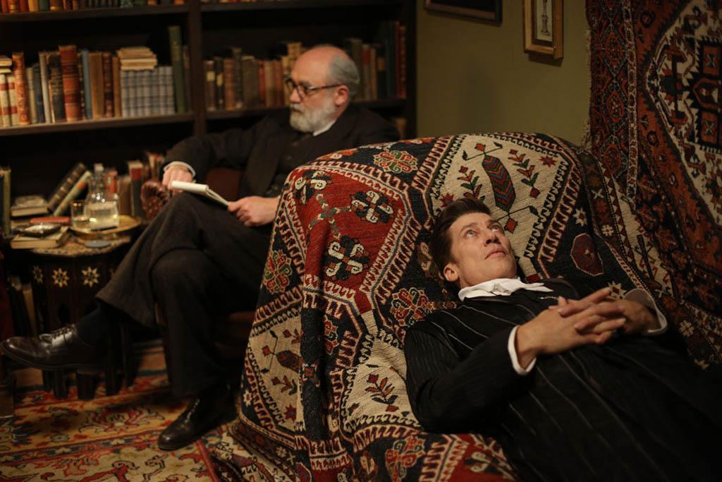 """Sigmund Freud und die Couch (aus dem Film """"Therapie für einen Vampir"""")"""