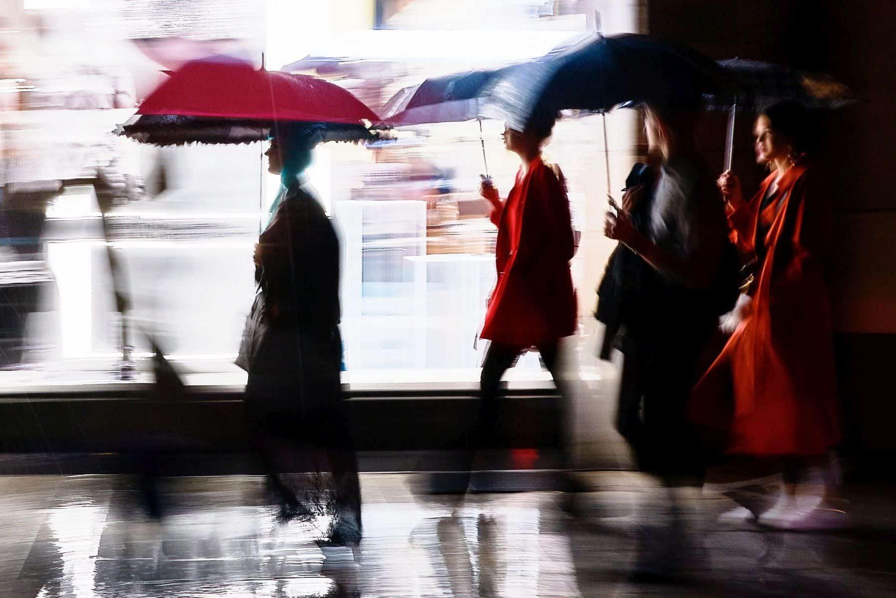 BdW 01: Regenschirme auf der Kö (Fashion Night)