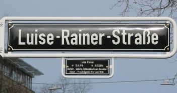 Seit 2017 gibt es eine Luise-Rainer-Straße in Düsseldorf
