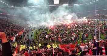 Platzsturm: Nach der Relegation im Mai 2012 gegen die Hertha - Aufstieg!